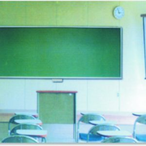 Sala de Aula - lousa verde, tela de proteção e quadro branco